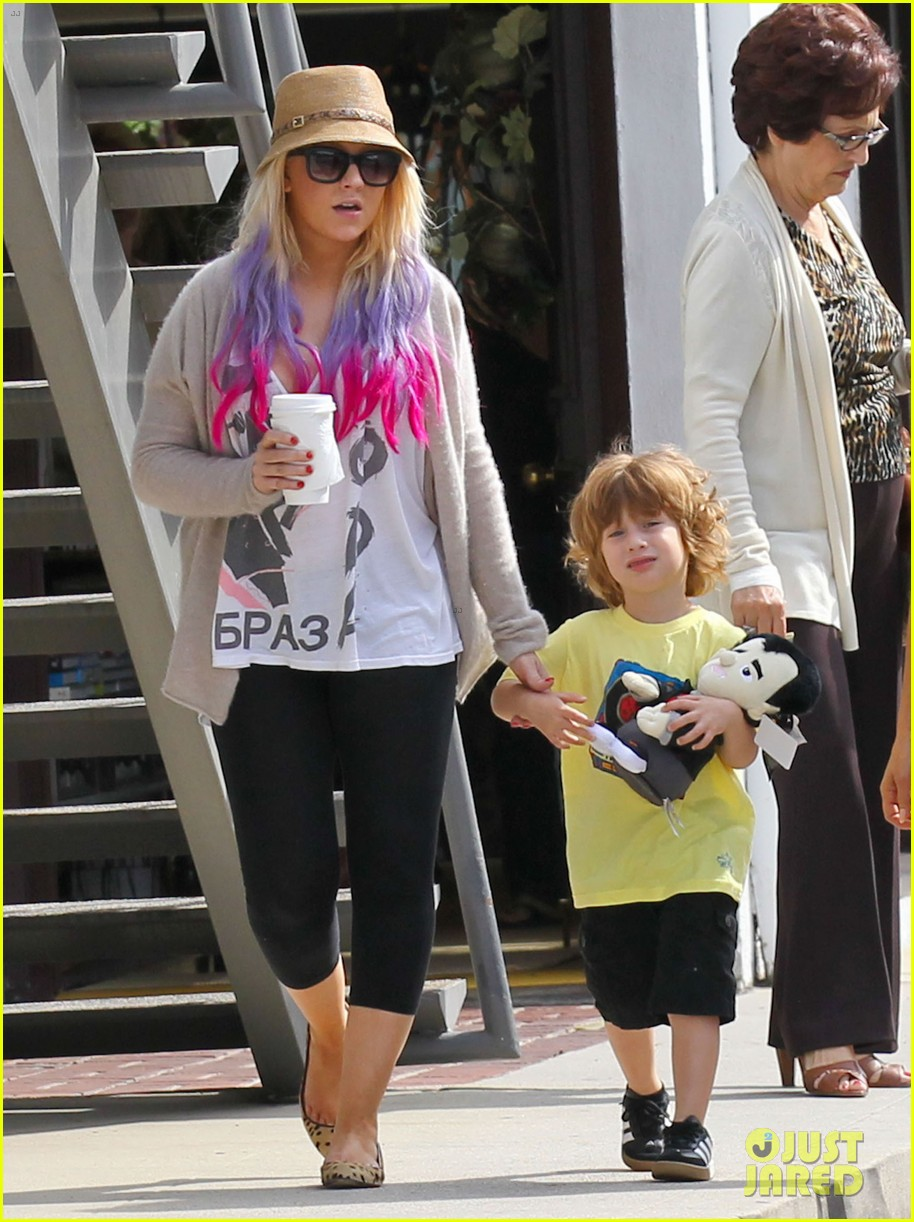christina aguilera matthew rutler shopping with max 02