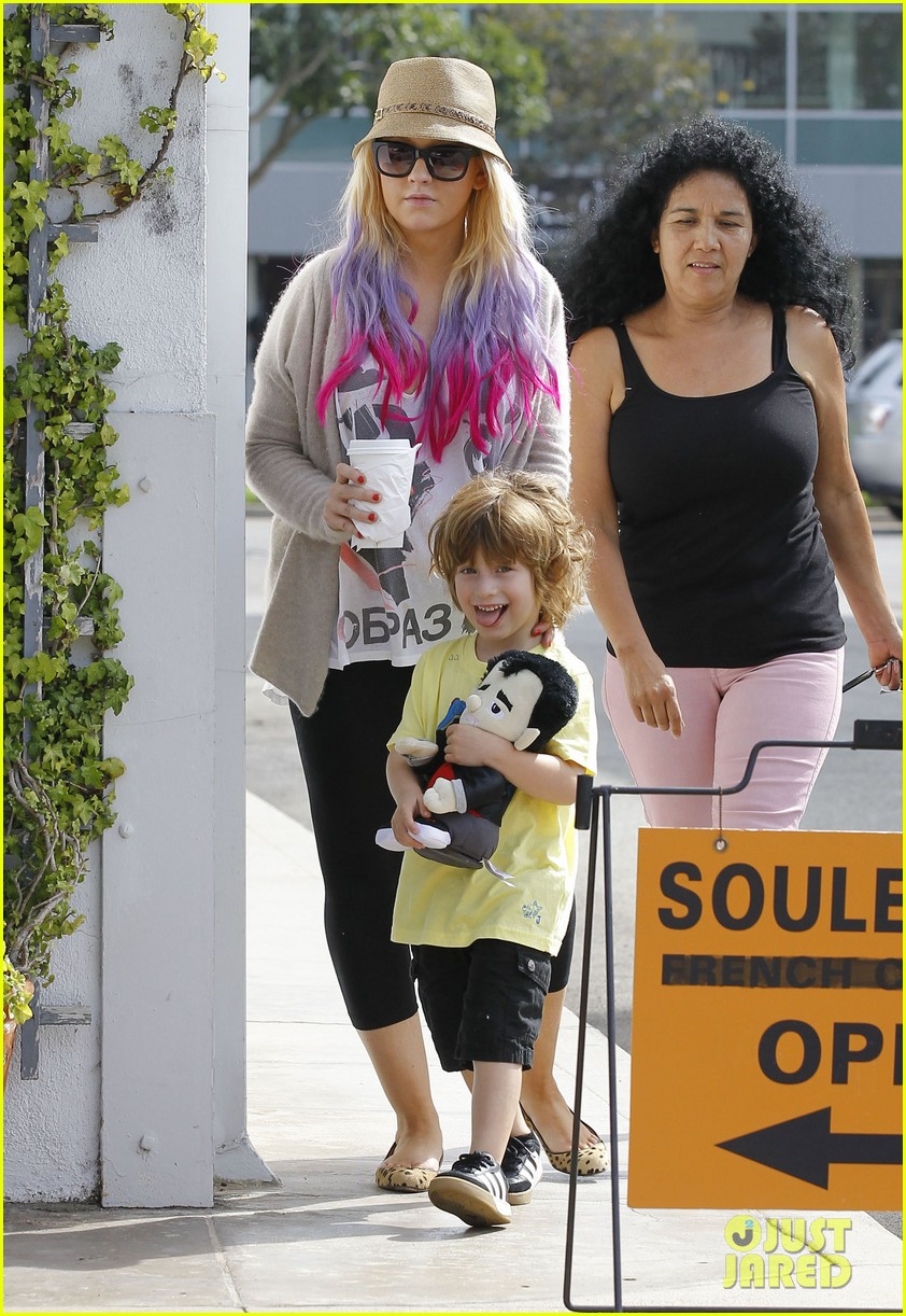 christina aguilera matthew rutler shopping with max 03