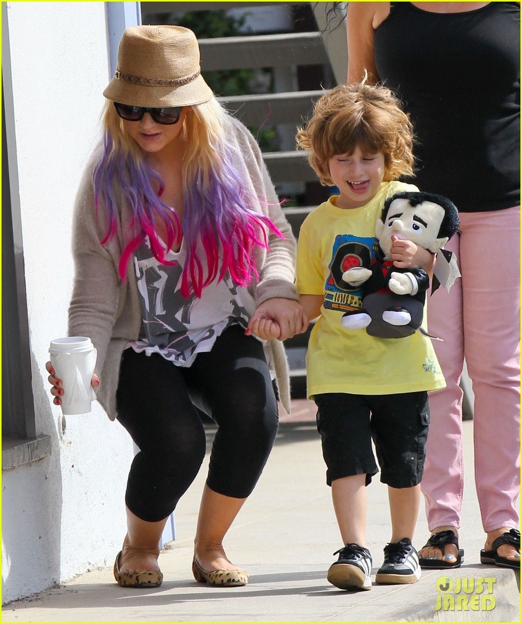 christina aguilera matthew rutler shopping with max 09