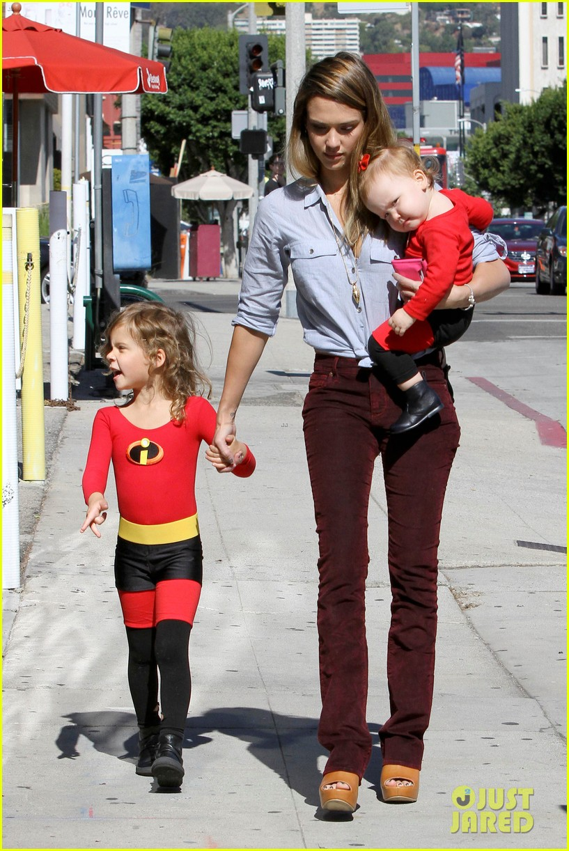 jessica alba family the incredibles for halloween 032746588