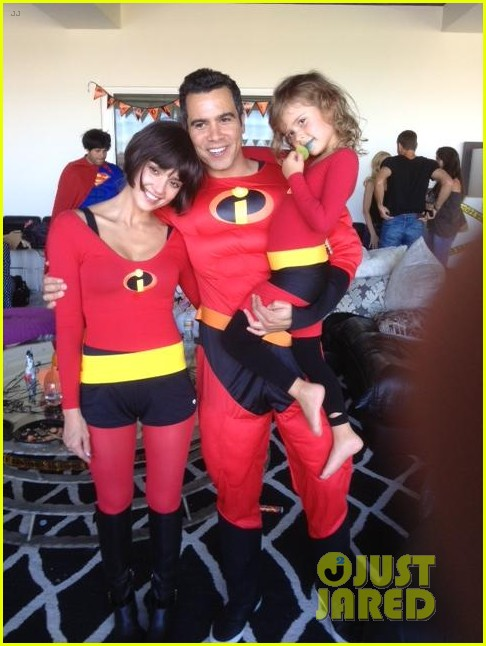jessica alba family the incredibles for halloween 052746590