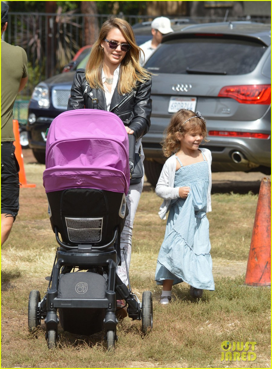 jessica alba cash warren pumpkin patch with the girls 08