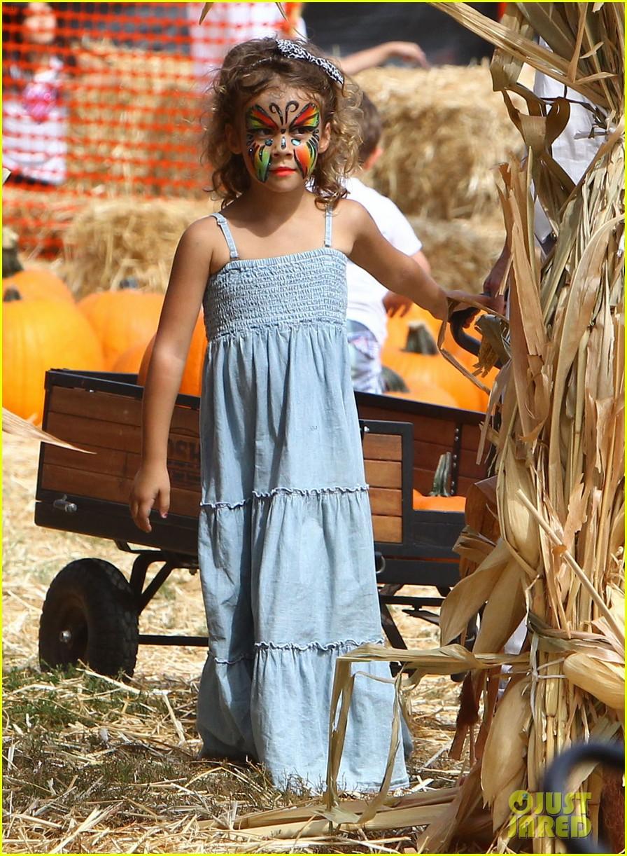 jessica alba cash warren pumpkin patch with the girls 242734288