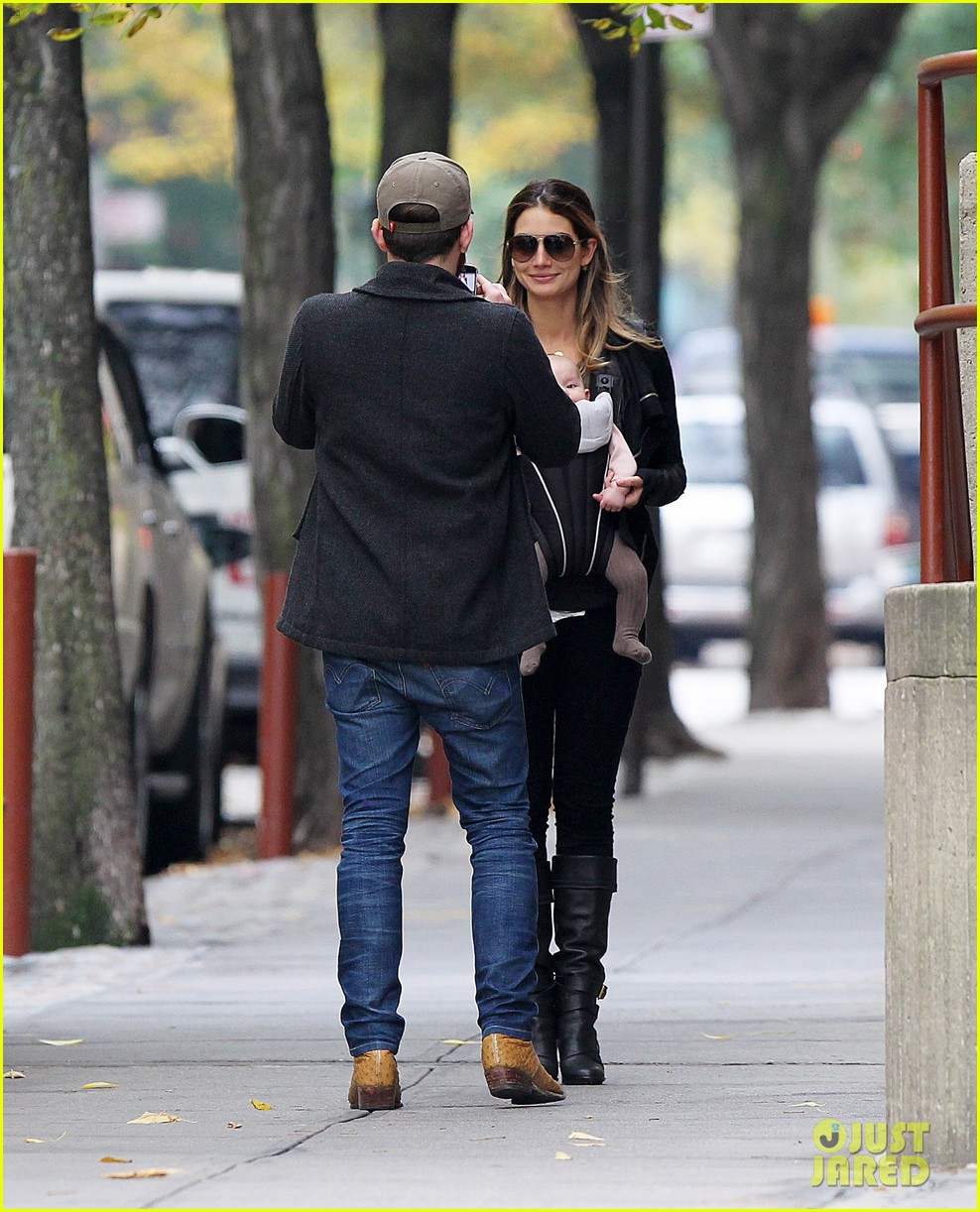 lily aldridge caleb followill big apple stroll with dixie 042743775