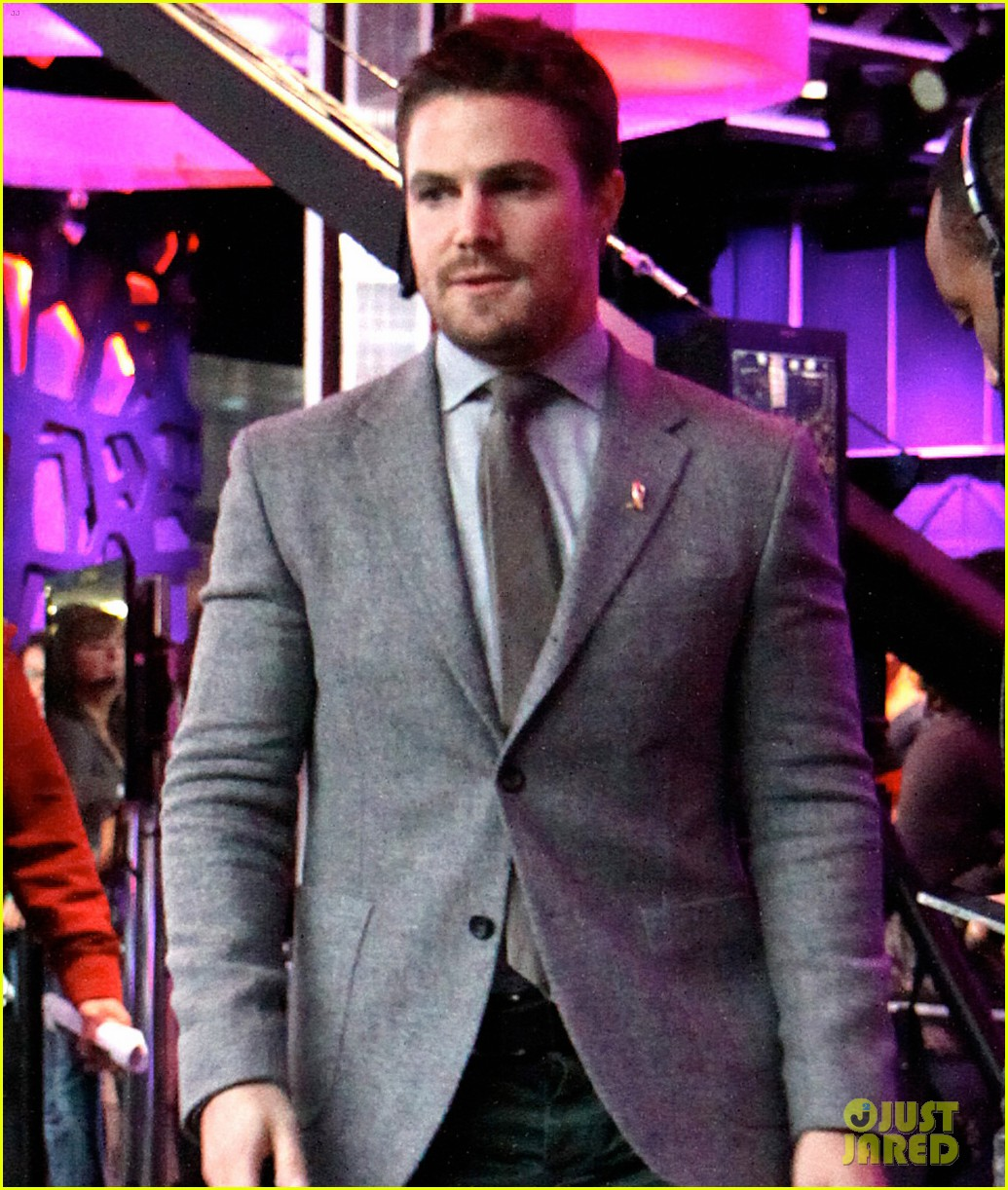 stephen amell new music live appearance 042737567