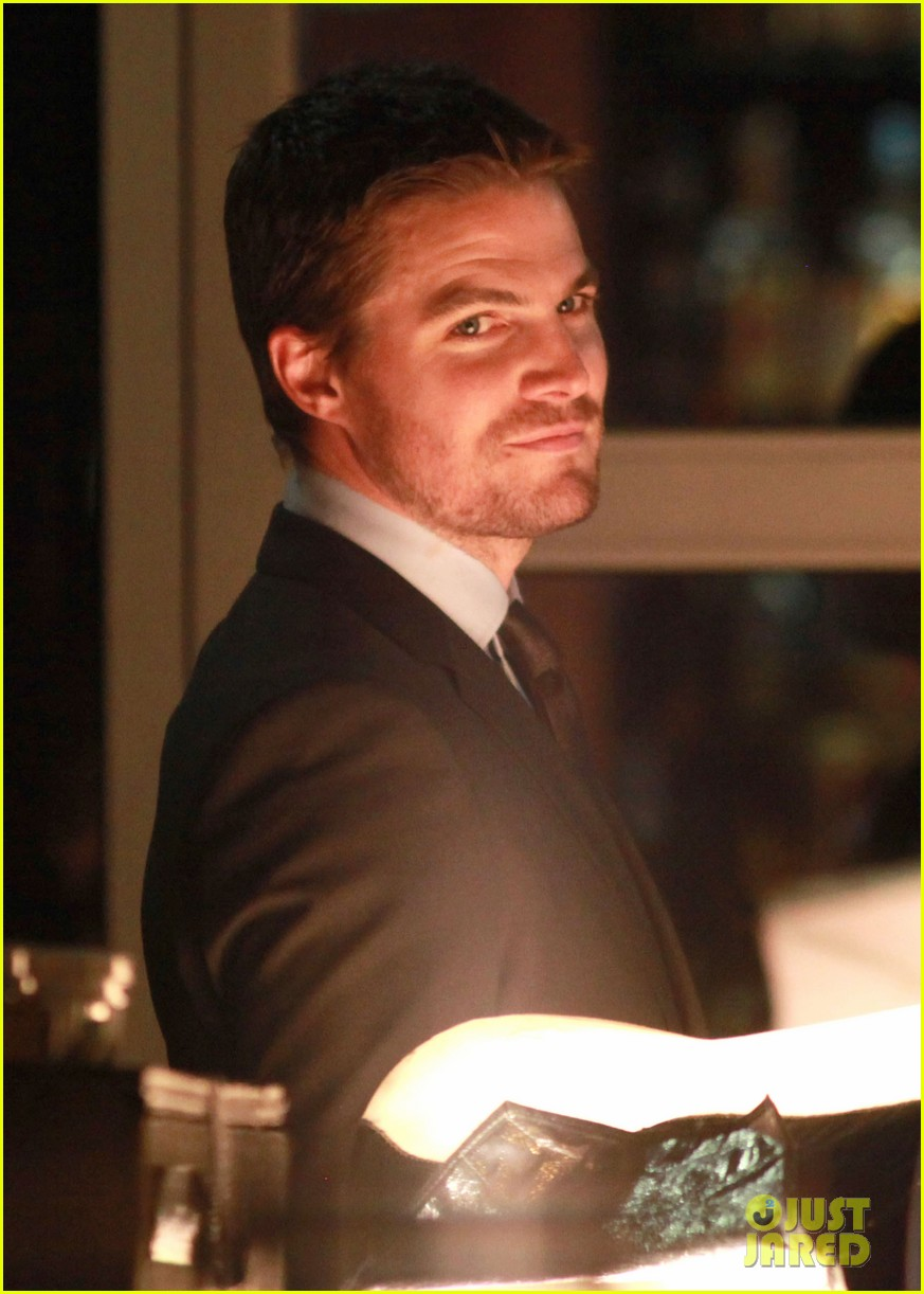 stephen amell arrow night scene 042733447