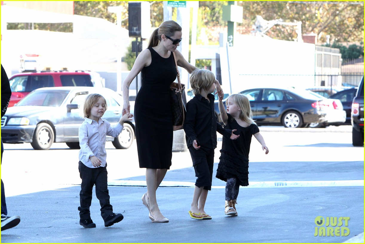 angelina jolie halloween shopping with the kids 01