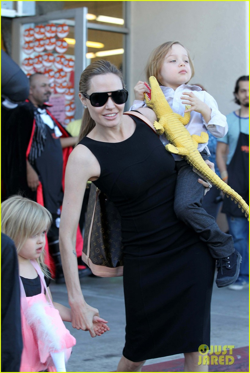 angelina jolie halloween shopping with the kids 032746966