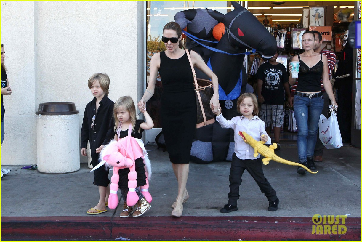 angelina jolie halloween shopping with the kids 042746967