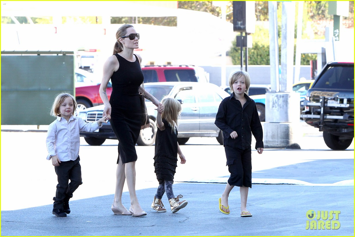 angelina jolie halloween shopping with the kids 062746969