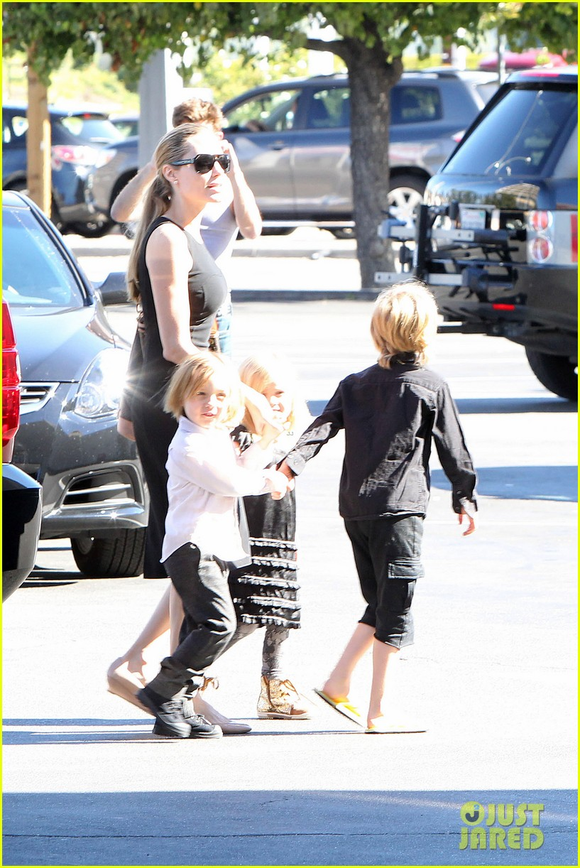 angelina jolie halloween shopping with the kids 08