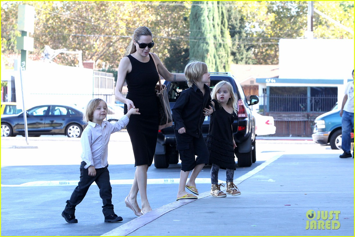 angelina jolie halloween shopping with the kids 112746974