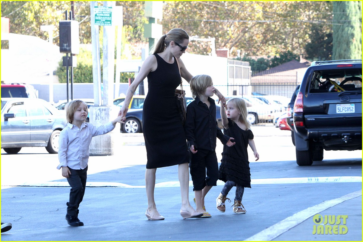 angelina jolie halloween shopping with the kids 14