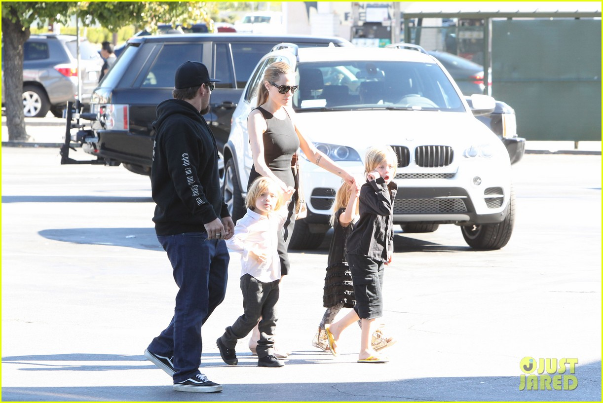 angelina jolie halloween shopping with the kids 15