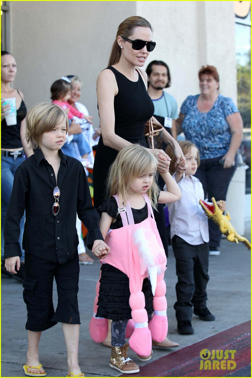 angelina jolie halloween shopping with the kids 162746979