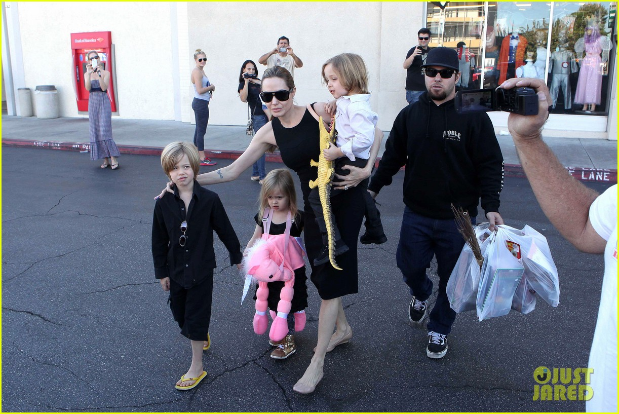 angelina jolie halloween shopping with the kids 17