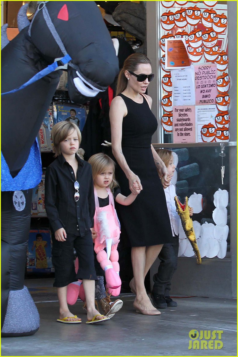 angelina jolie halloween shopping with the kids 182746981