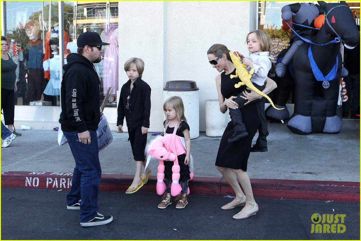 angelina jolie halloween shopping with the kids 282746991