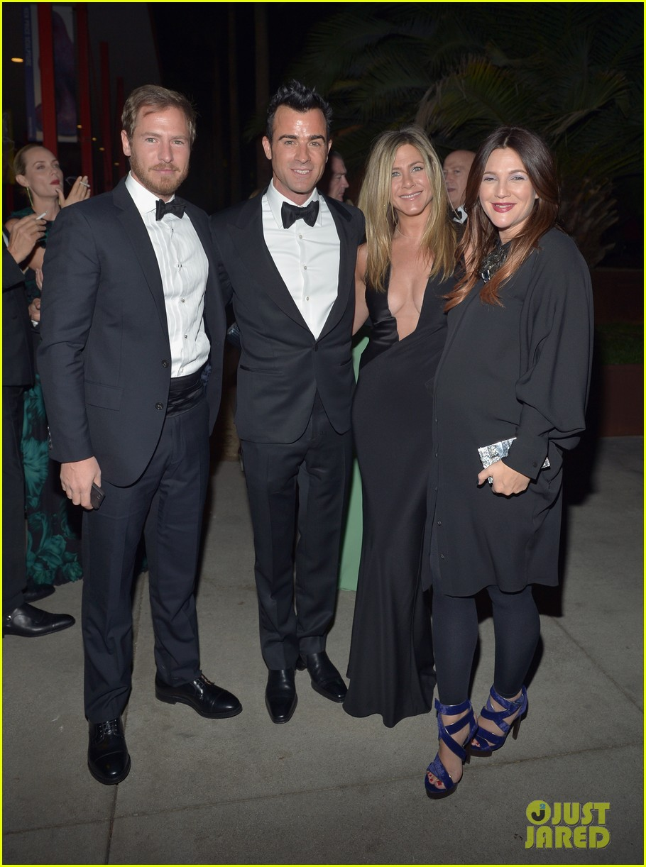 jennifer aniston justin theroux lacma gala with drew barrymore 01