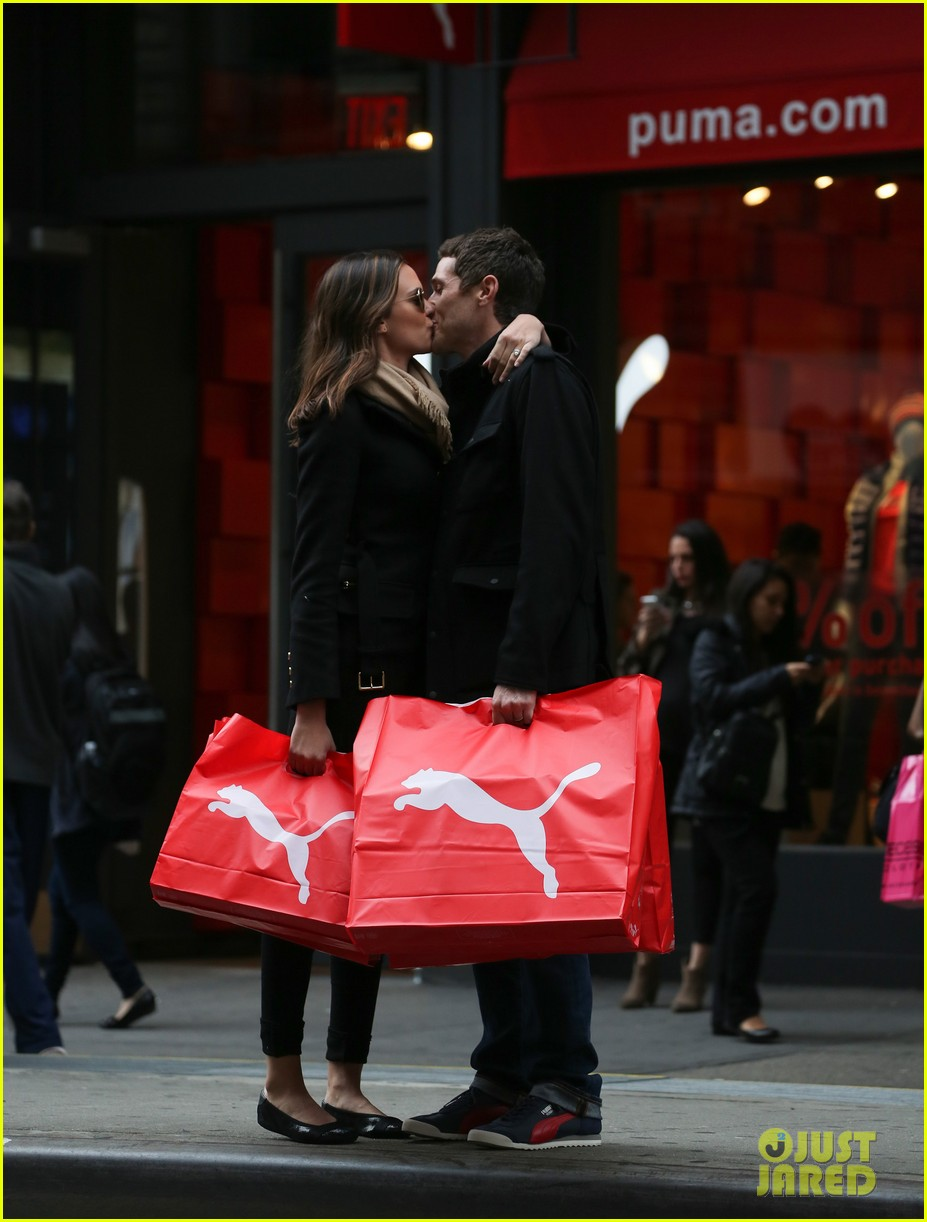 dave annable odette soho shopping spree 01