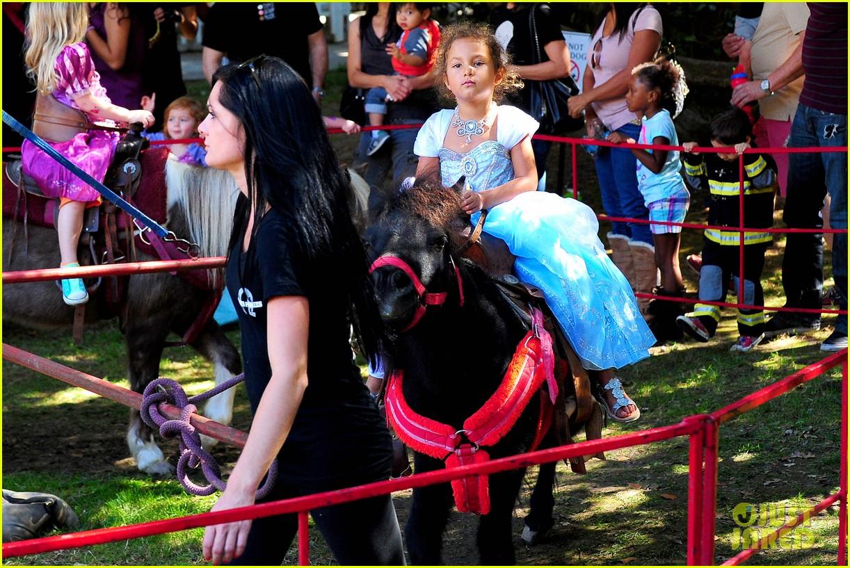 gabriel aubry nahla pony ride 062738047