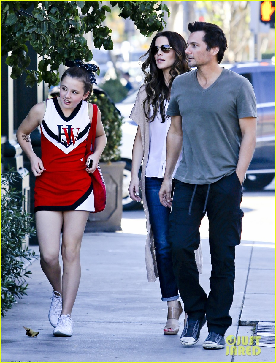 kate beckinsale tavern family lunch 062747104