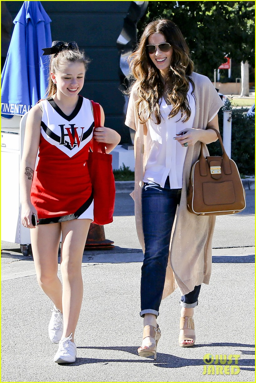 kate beckinsale tavern family lunch 122747110