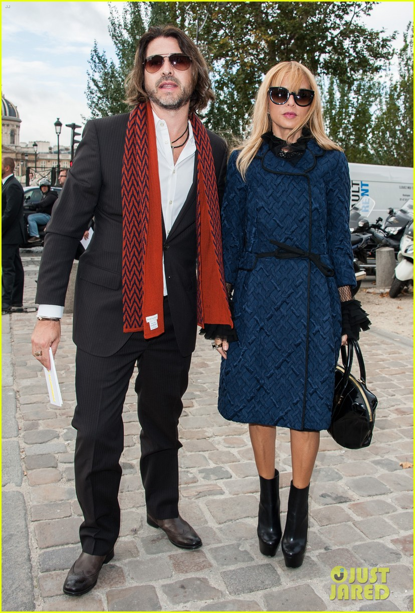 berenice bejo natalia vodianova louis vuitton fashion show 03