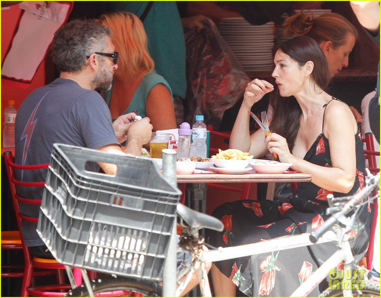 Monica Bellucci and Vincent Cassel are waiting for their second child 01.12.2009 71
