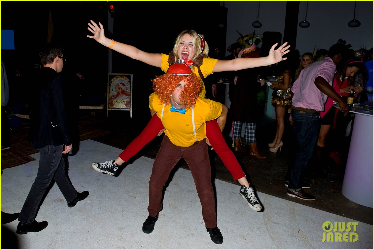 ashley benson chord overstreet just jared halloween party 032747512