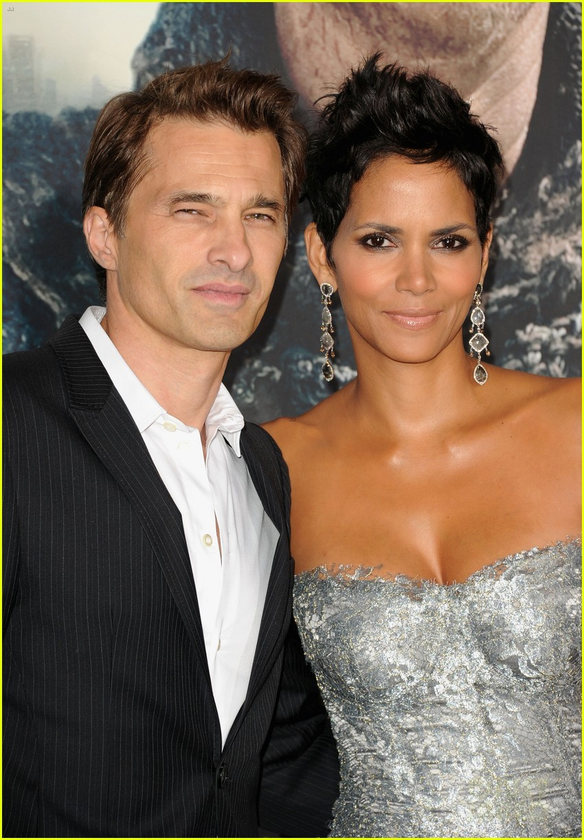 halle berry cloud atlas premiere with olivier martinez 022744394