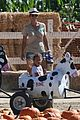 halle berry gabriel aubry pumpkin patch with nahla 05