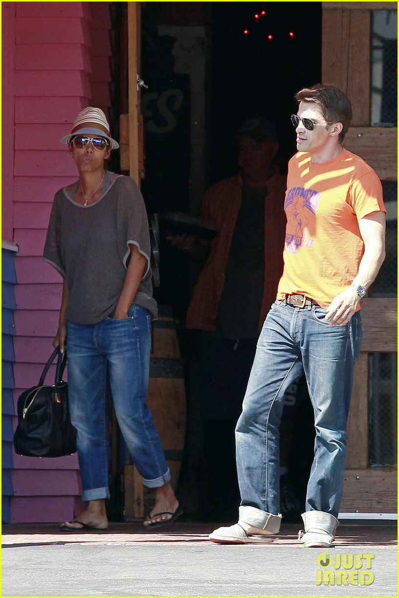 halle berry olivier martinez pink taco lunch date 032733210