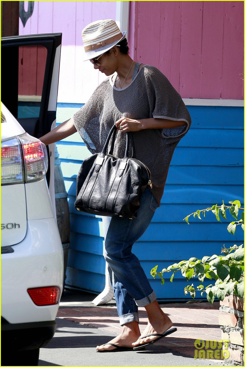 halle berry olivier martinez pink taco lunch date 042733211