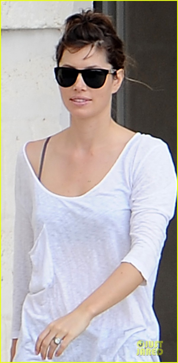 jessica biel first look wedding ring 022742444