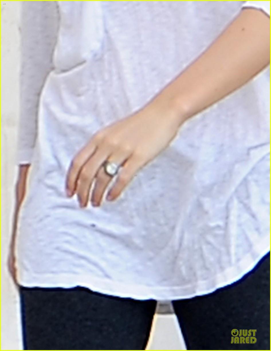 jessica biel first look wedding ring 042742446