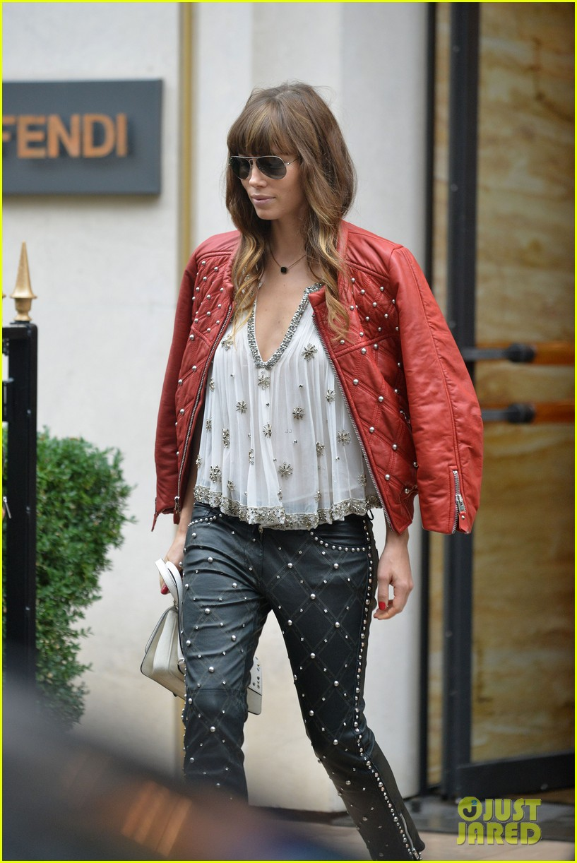 jessica biel studded fendi shopper 102735107