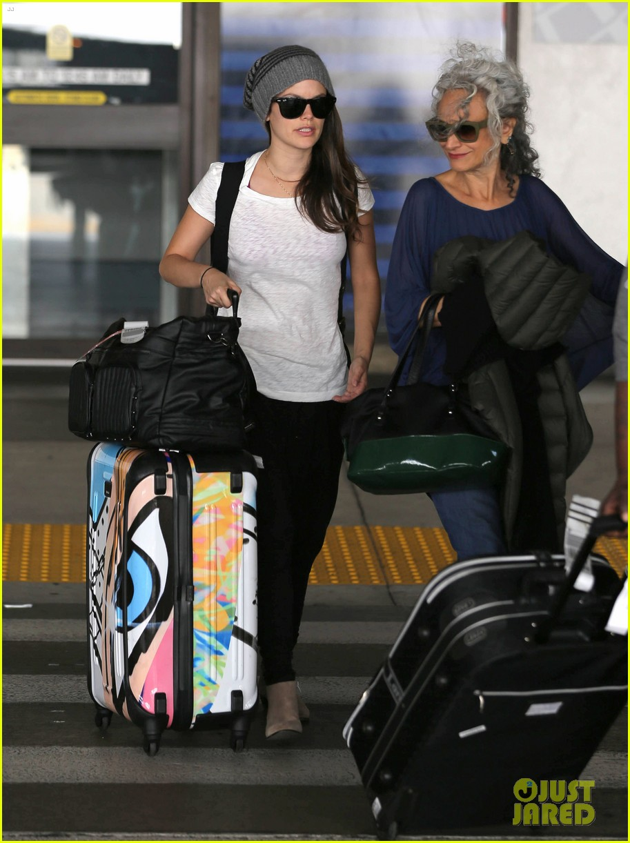 rachel bilson lax mom pick up 022732910