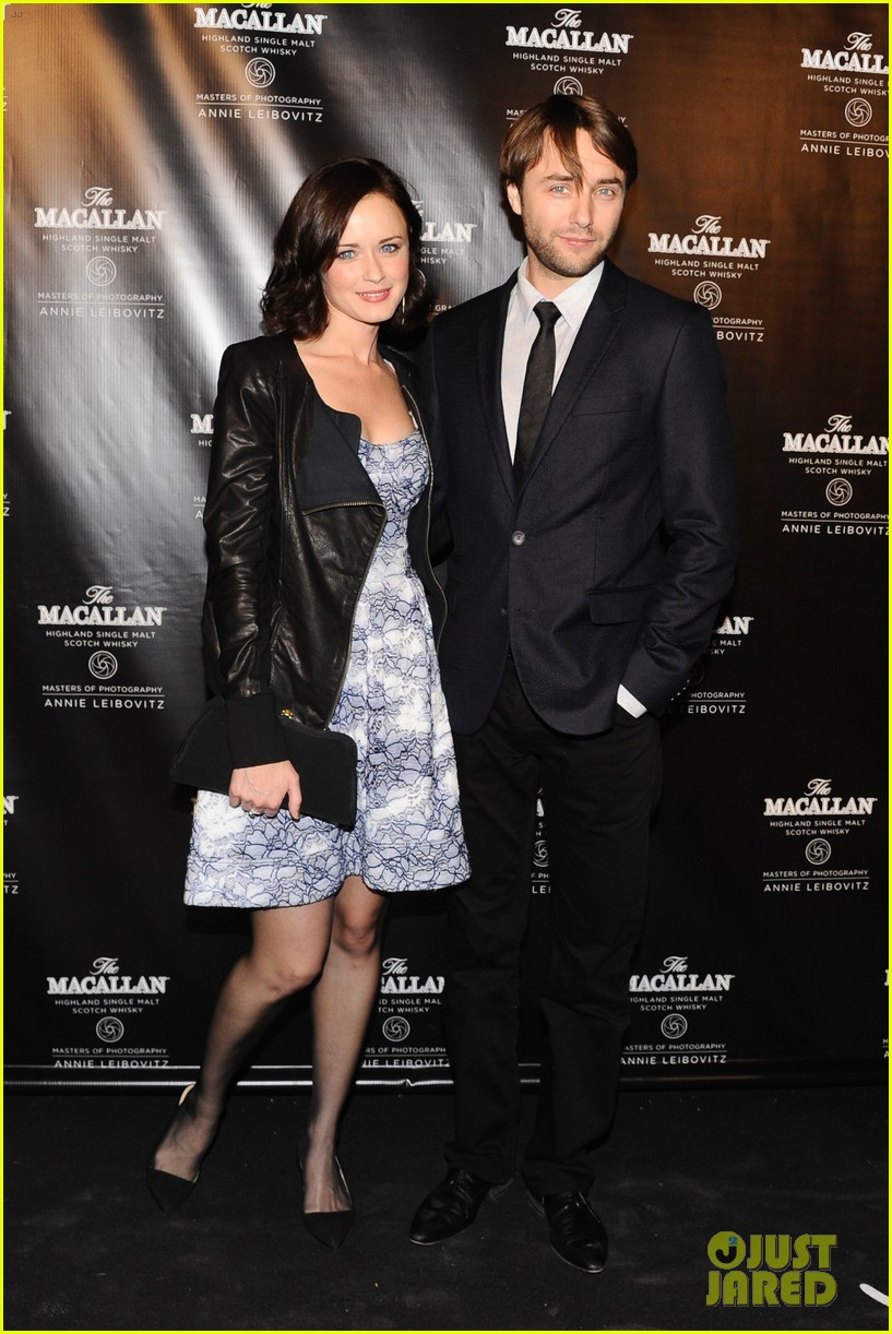 alexis bledel vincent kartheiser red carpet couple debut 012736322