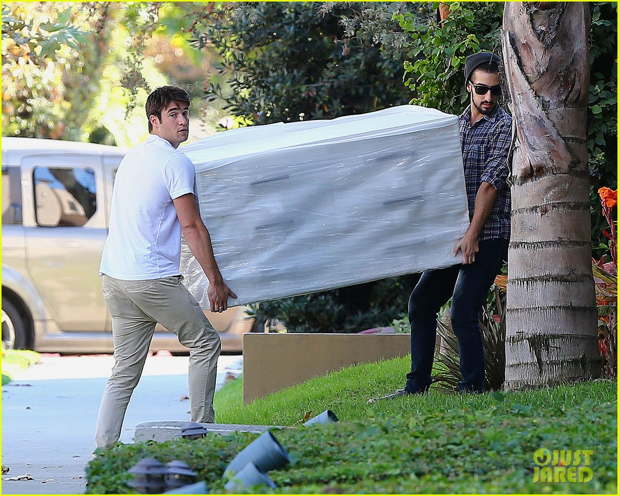 joshua bowman ashley madekwe furniture shopping 192744023