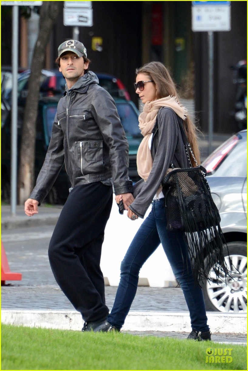 adrien brody halloween shopping in rome 062747309
