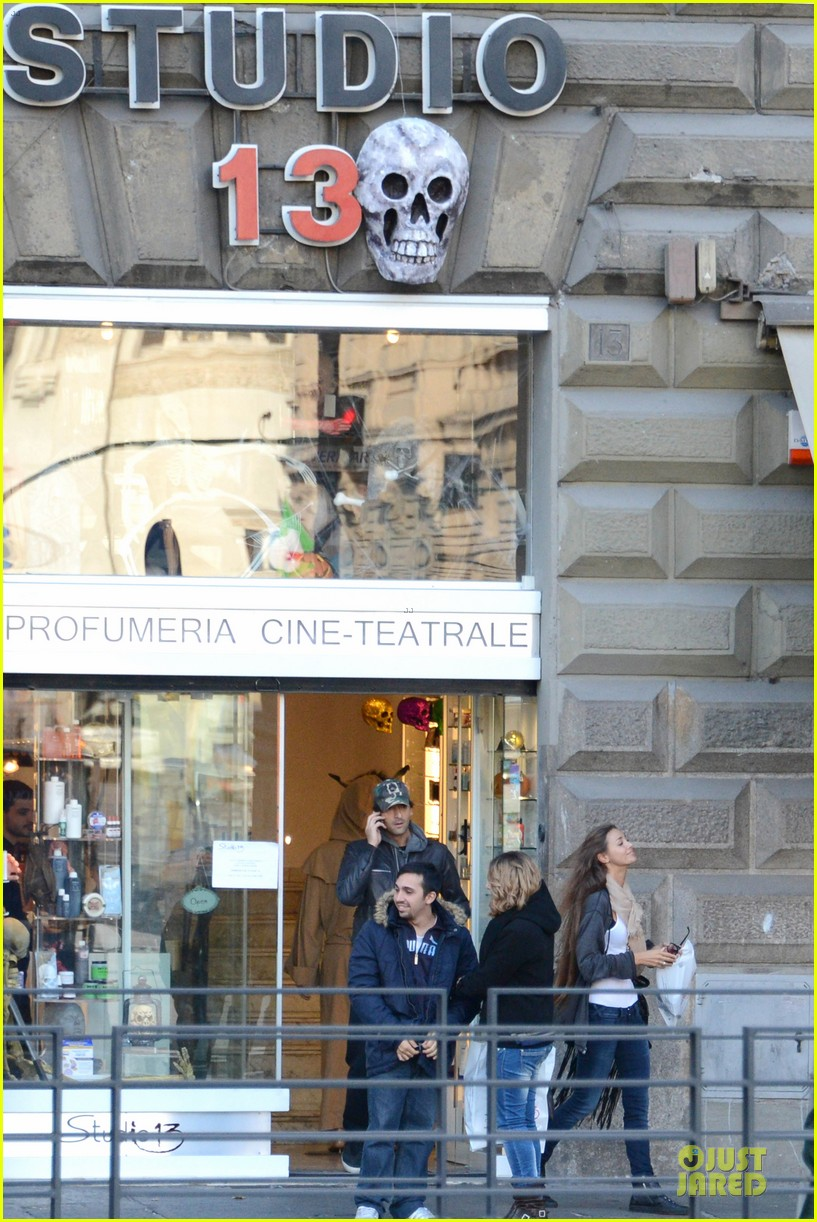 adrien brody halloween shopping in rome 172747320