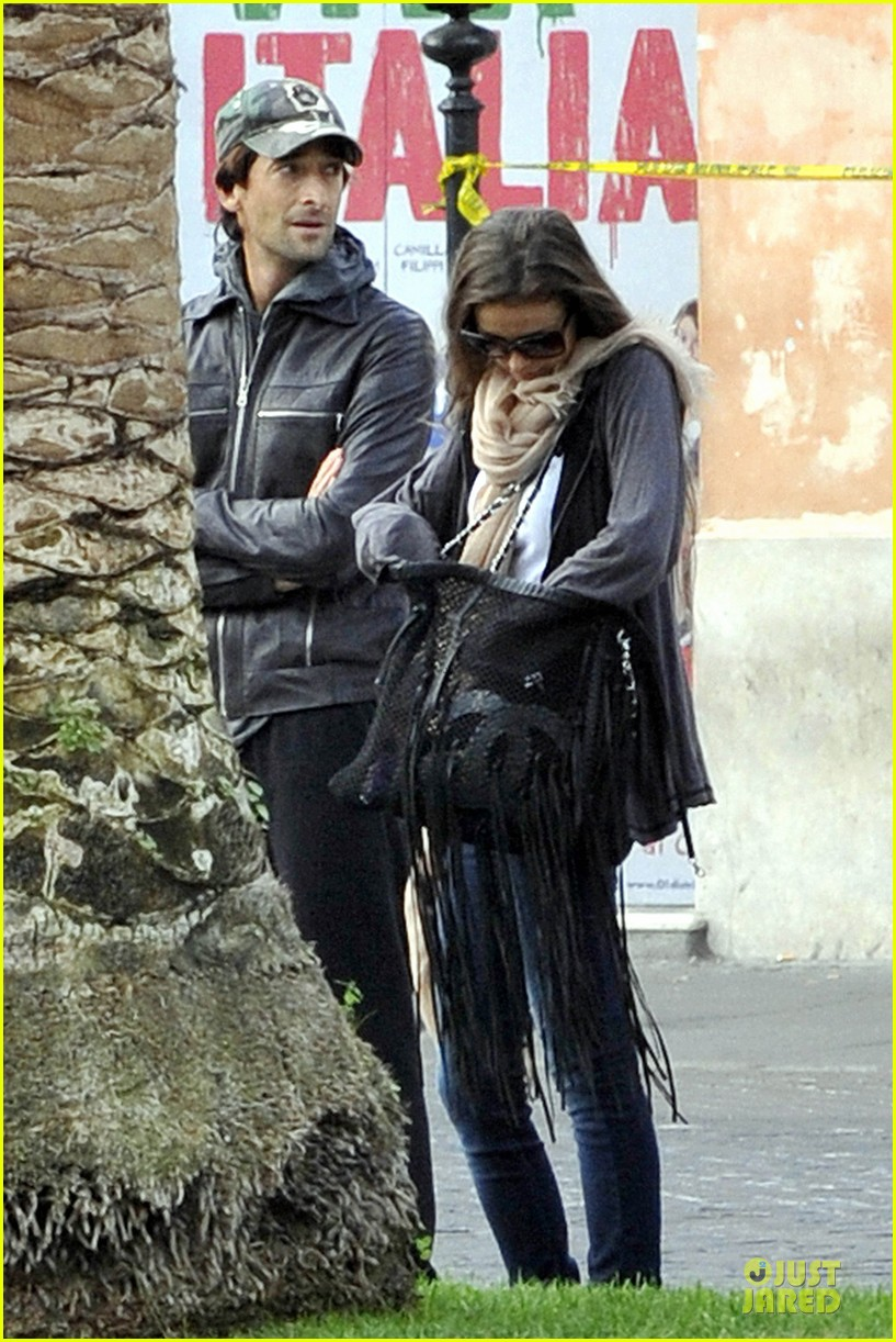 adrien brody halloween shopping in rome 19