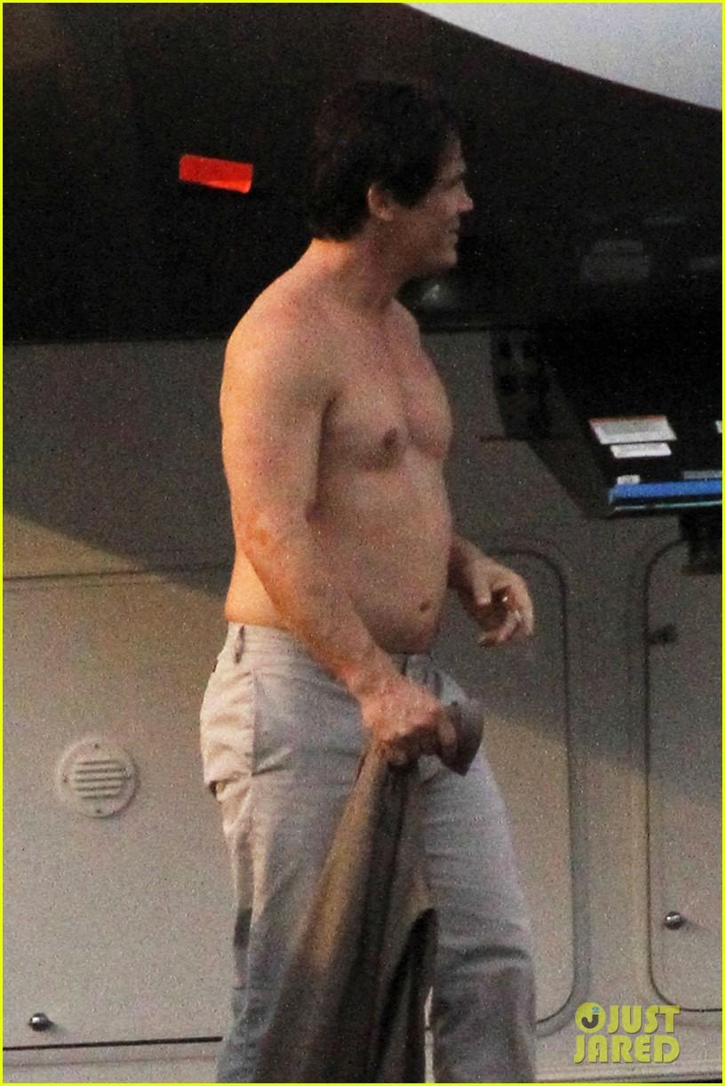 josh brolin shirtless on oldboy set 092735299