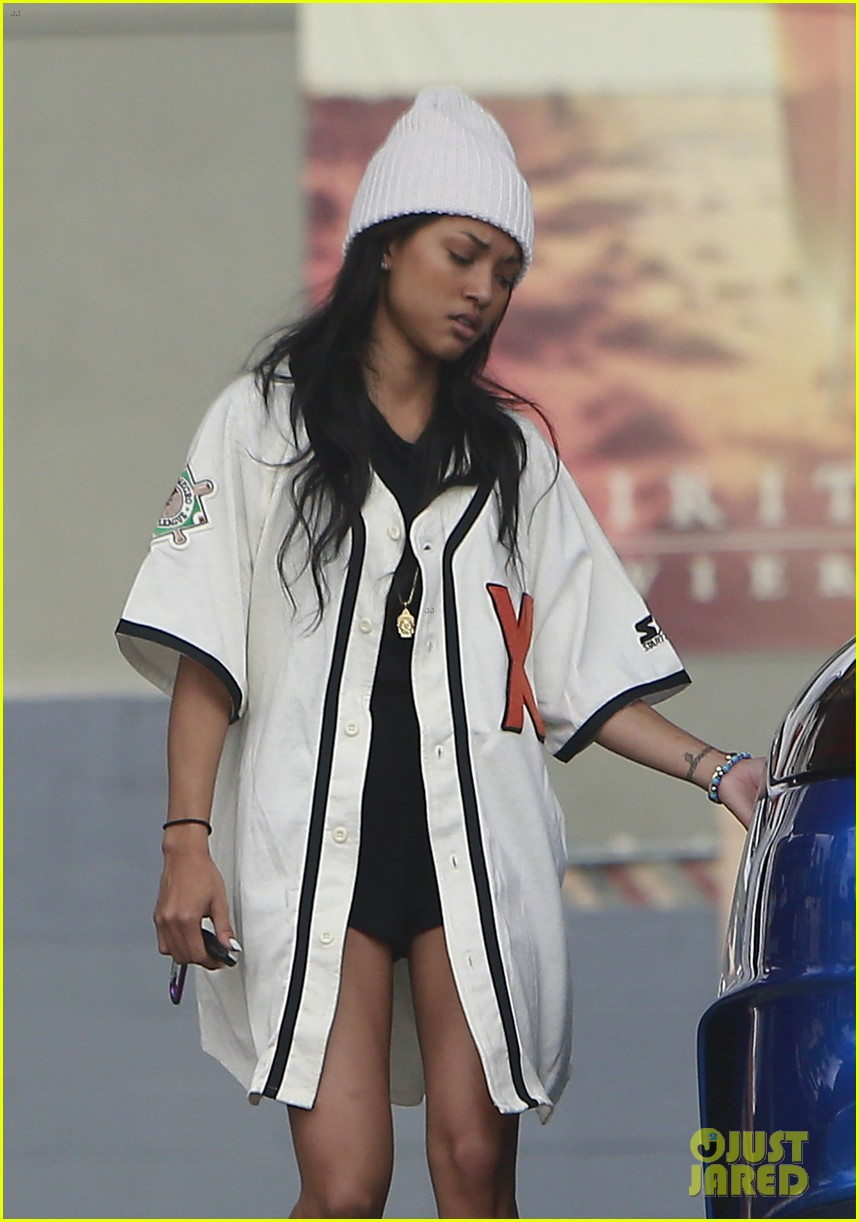 chris brown gas station stop with karrueche tran 022742744