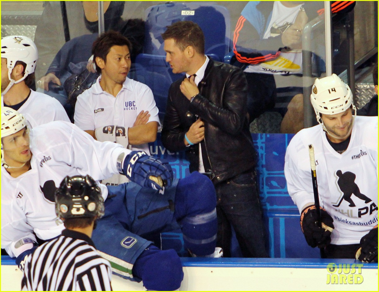 michael buble bieksas buddies charity hockey game 01