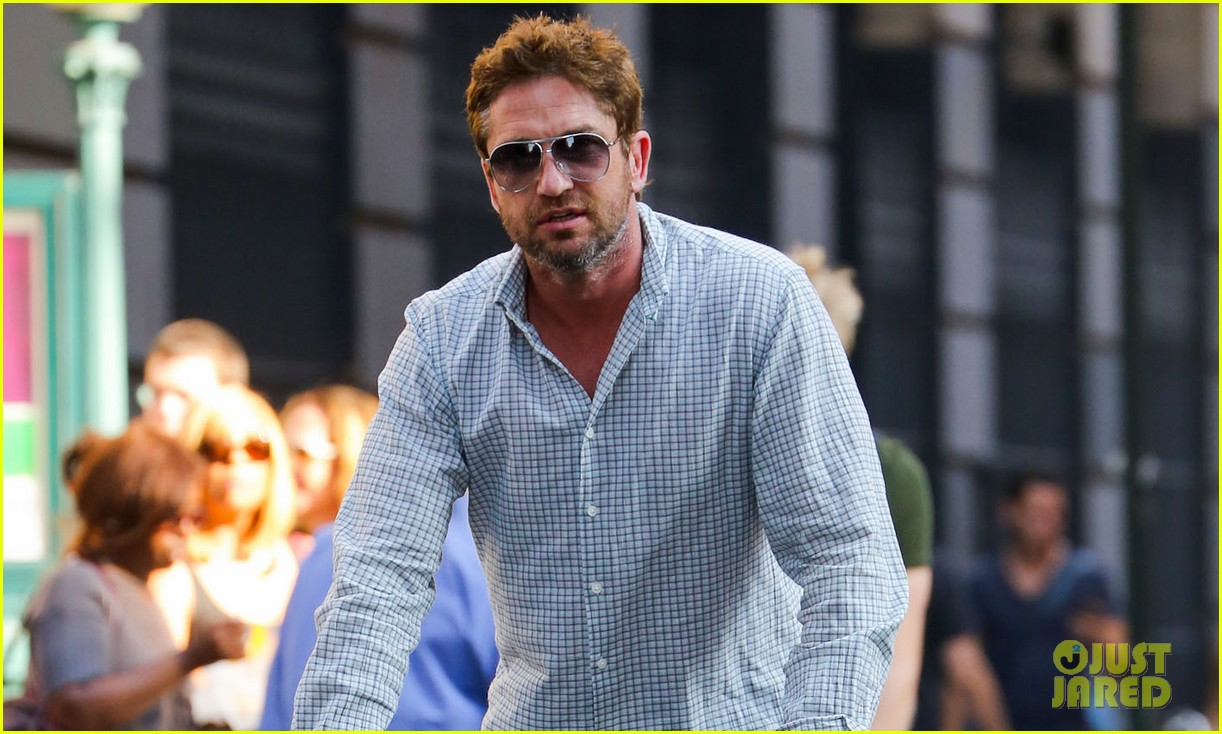gerard butler bike ride with pal 032733551