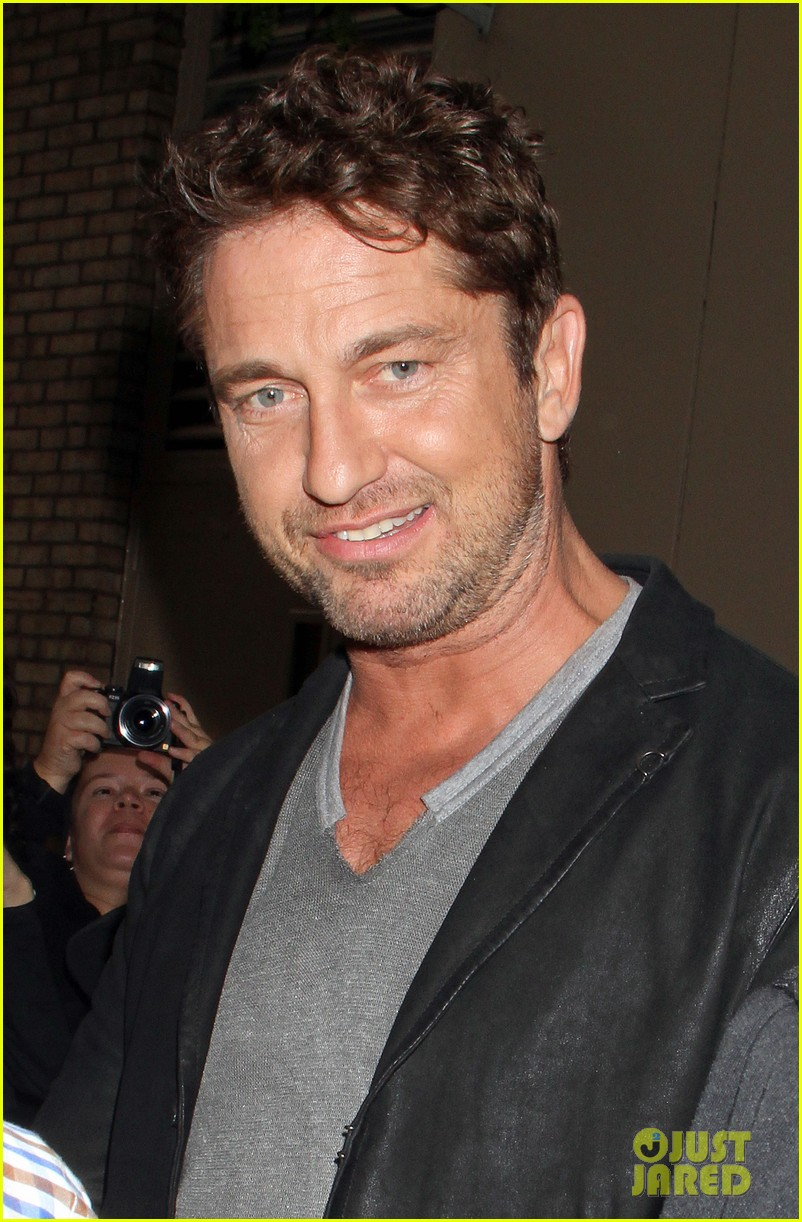 gerard butler krysten ritter live with kelly michael guests 02