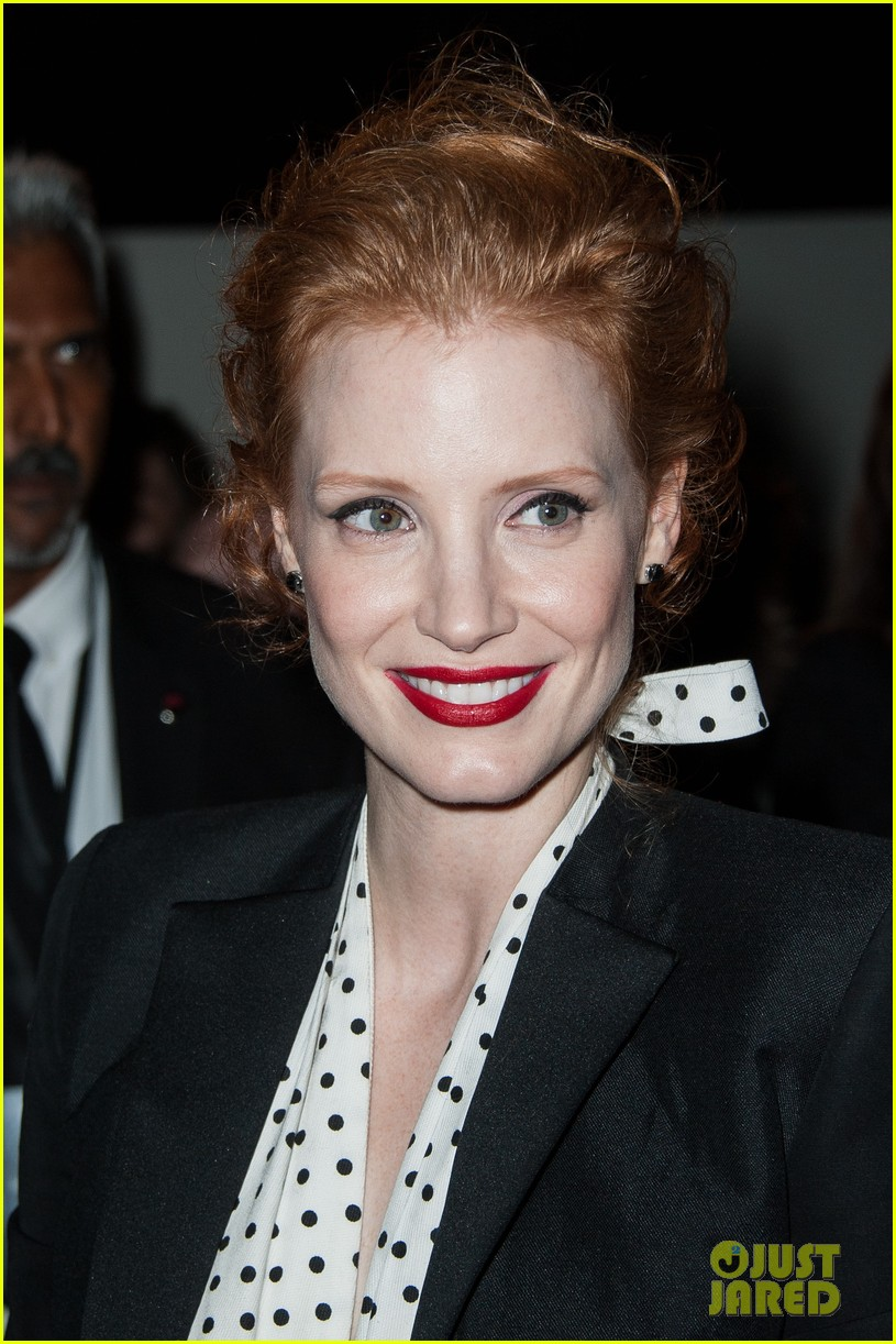 jessica chastain salma hayek yves st laurent fashion show 03
