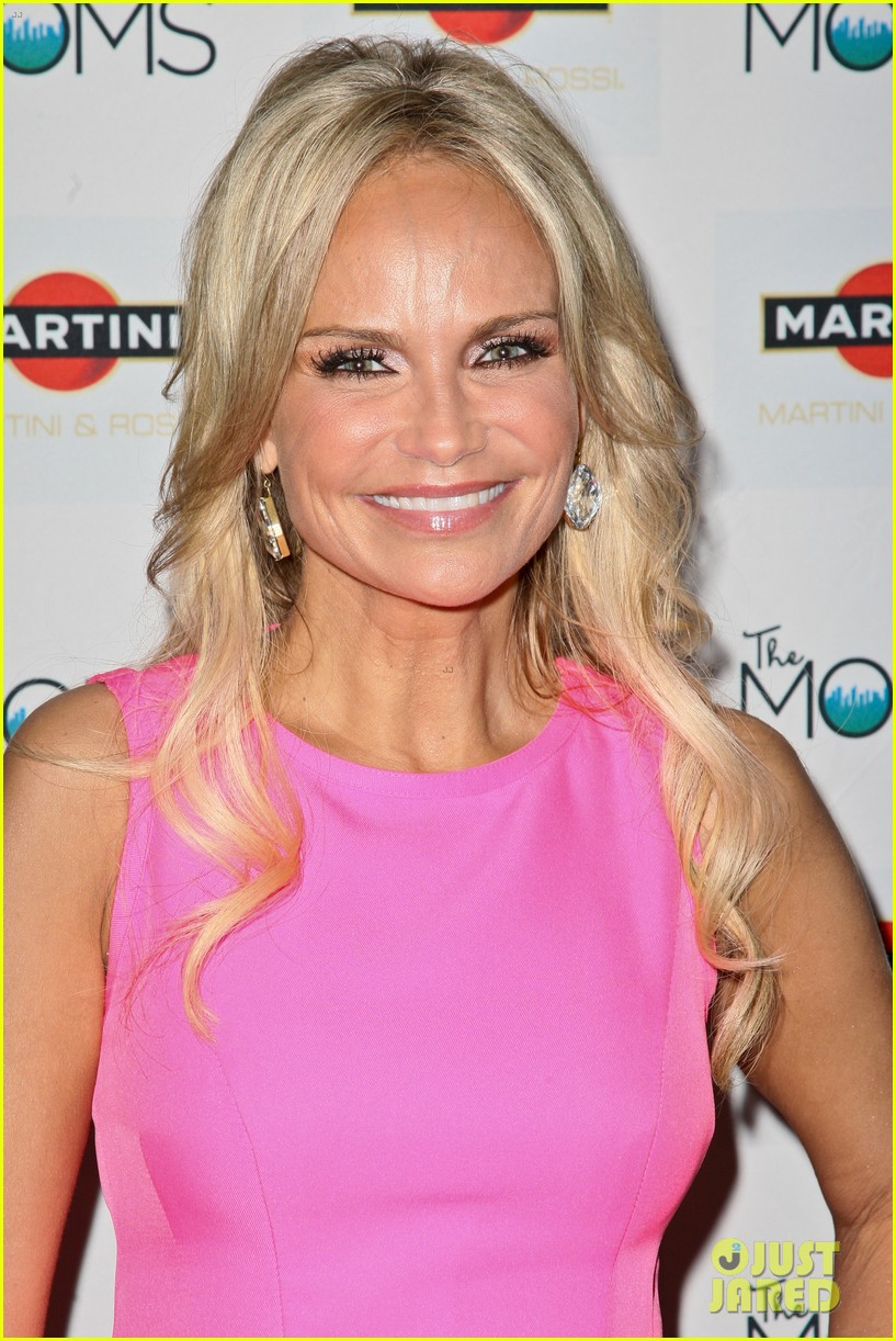 kristin chenoweth toasts to cancer survivors 062738723